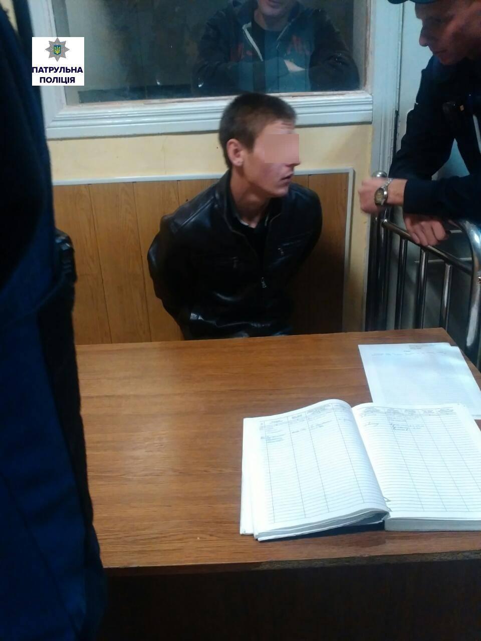 """У Миколаєві хлопець підрізав знайомого, бо той """"був занадто грамотний"""" - фото 2"""