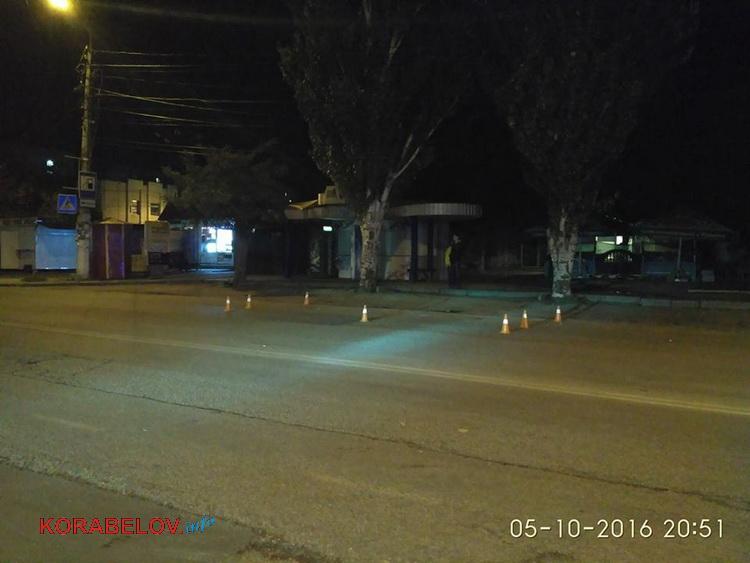 У Миколаєві невідомі вчинили стрілянину біля супермаркету: є постраждалі - фото 4