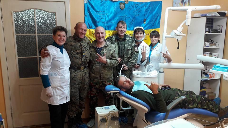 Як стоматологи в зоні АТО видирають зуби російській пропаганді - фото 2