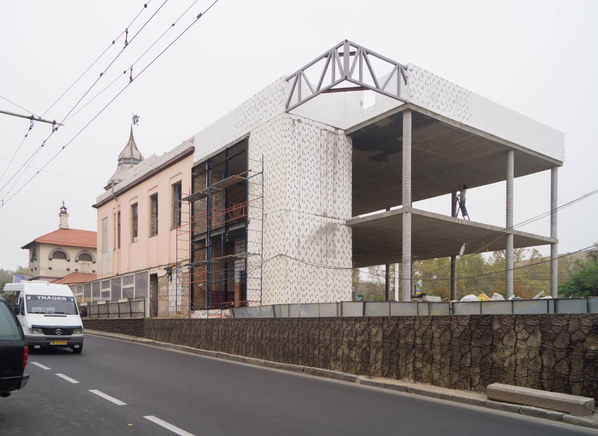 Будівництво нового ресторану у центрі Миколаєва порівняли з дачею циганського барона