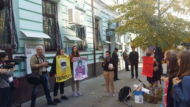У Харкові пікетують консульство Польщі: протестують проти заборони абортів - фото 2