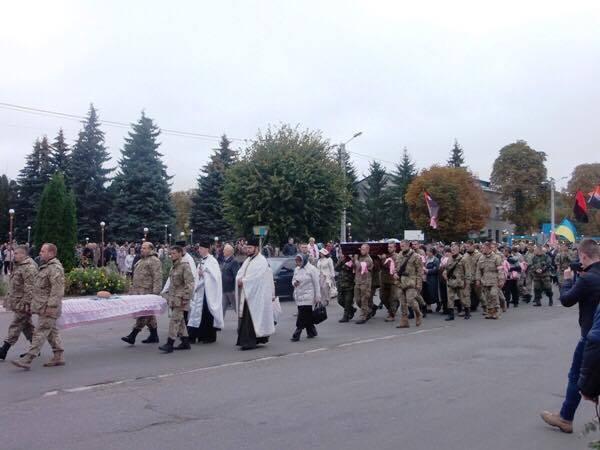 Вінниччани попрощались із земляком, який помер в АТО - фото 2