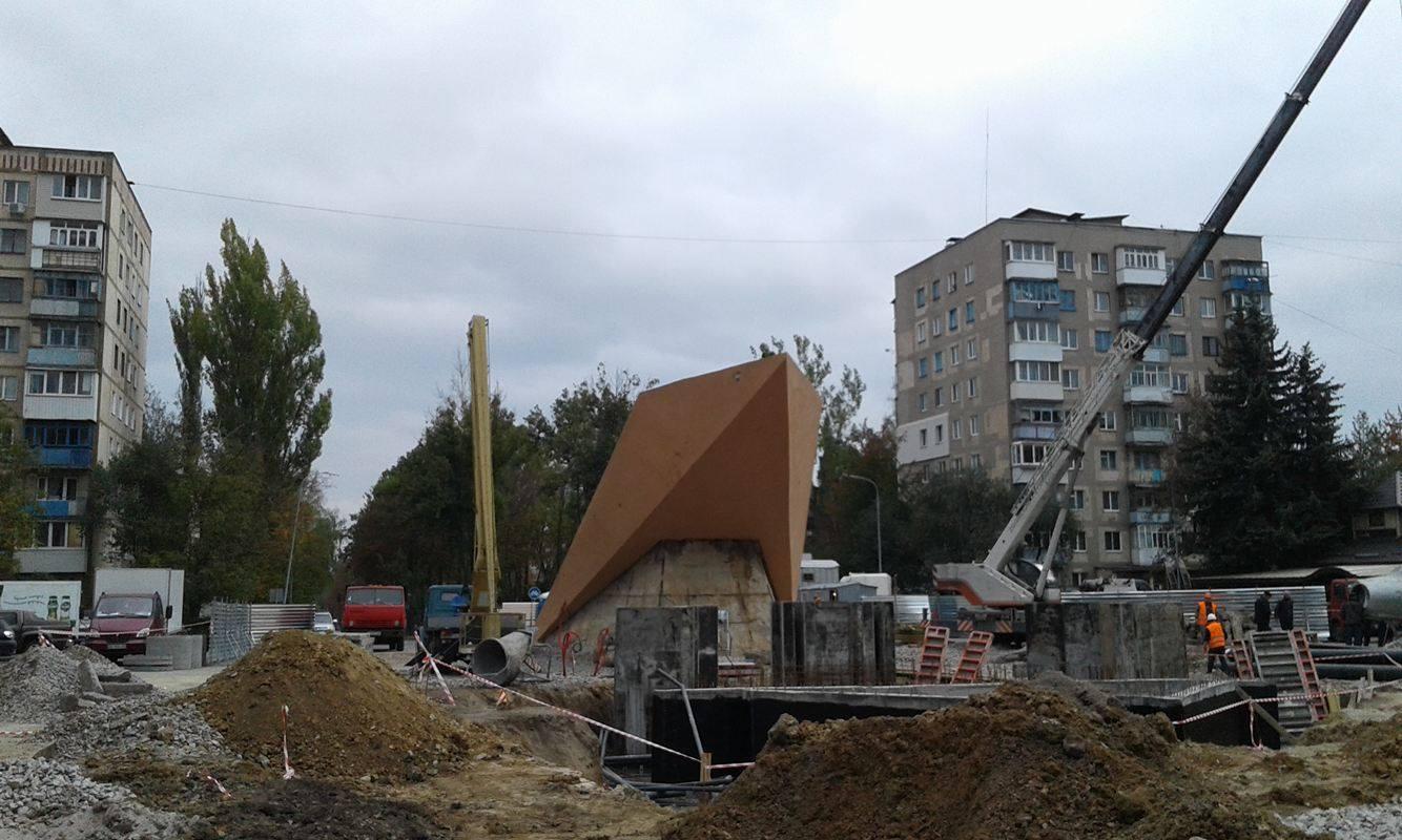 У Вінниці з постаменту зняли літак-пам'ятник - фото 4