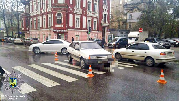У центрі Харкова автомобіль збив жінку - фото 1