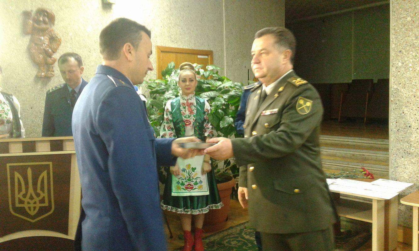 Міністр Полторак роздав пістолети Макарова у Вінниці - фото 4