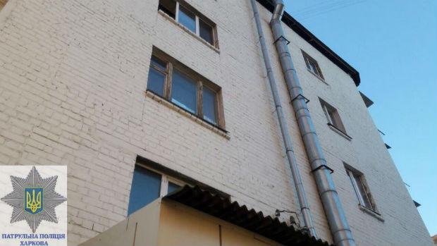 У Харкові дівчина через сварку за матір'ю викинулася з вікна четвертого поверху - фото 2