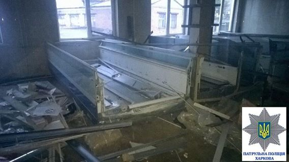 У Харкові затримали молодика, який із сокирою пограбував склад холодильників - фото 4