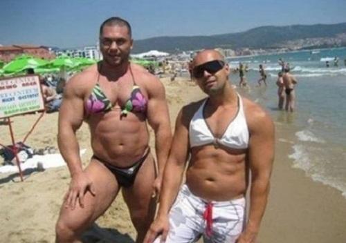 """Дюжина пляжних фриків та їхні """"голі"""" купальники - фото 11"""
