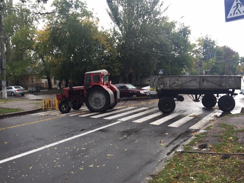 У Миколаєві через обрив тролейбусної мережі перекрили цілу вулицю - фото 1