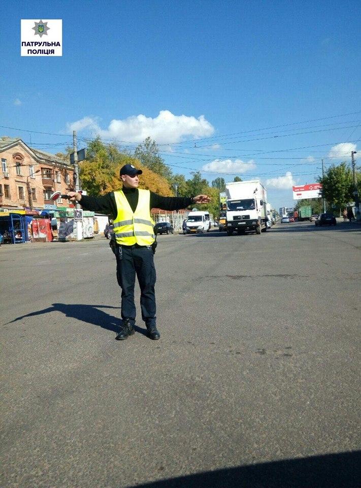 У Миколаєві машини застрягли в заторі через ремонт дороги