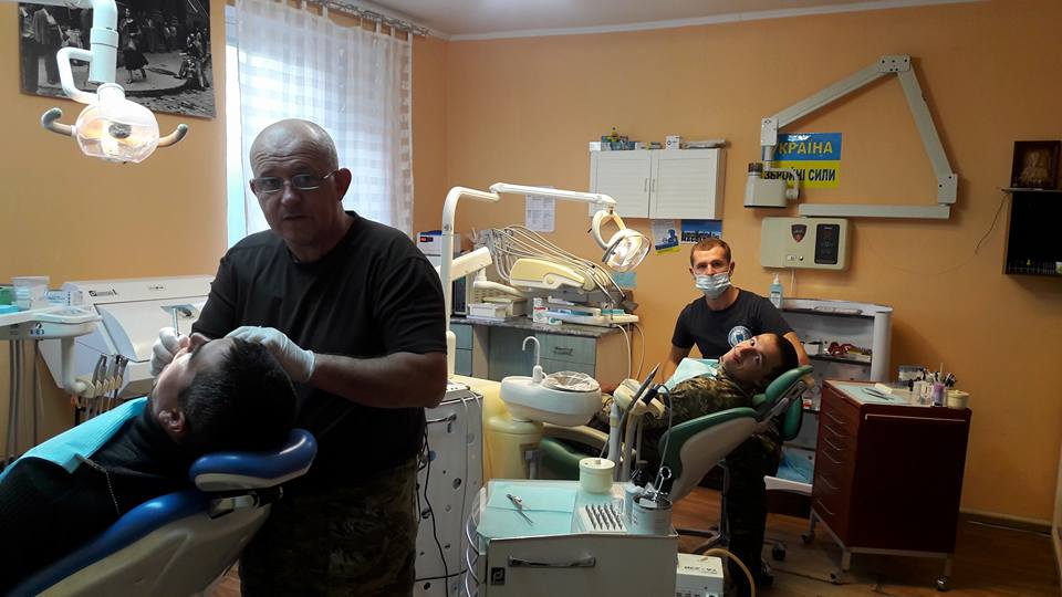 Як стоматологи в зоні АТО видирають зуби російській пропаганді - фото 8