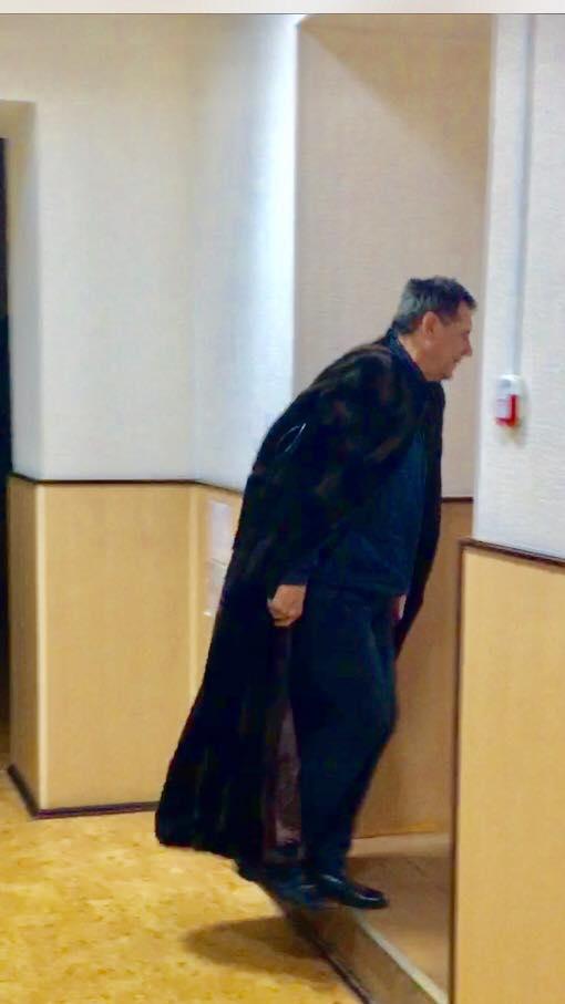 На Харківщині суддя гуляє по суду в норковій мантії (ФОТО, ВІДЕО) - фото 1