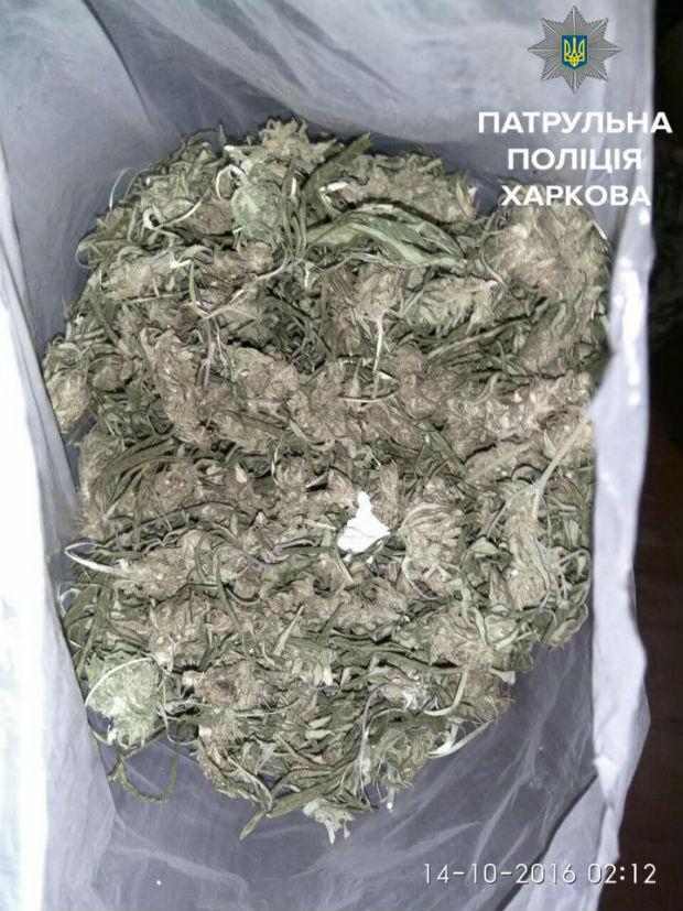 У Харкові затримали наркомана, який хотів зарізати батька - фото 3