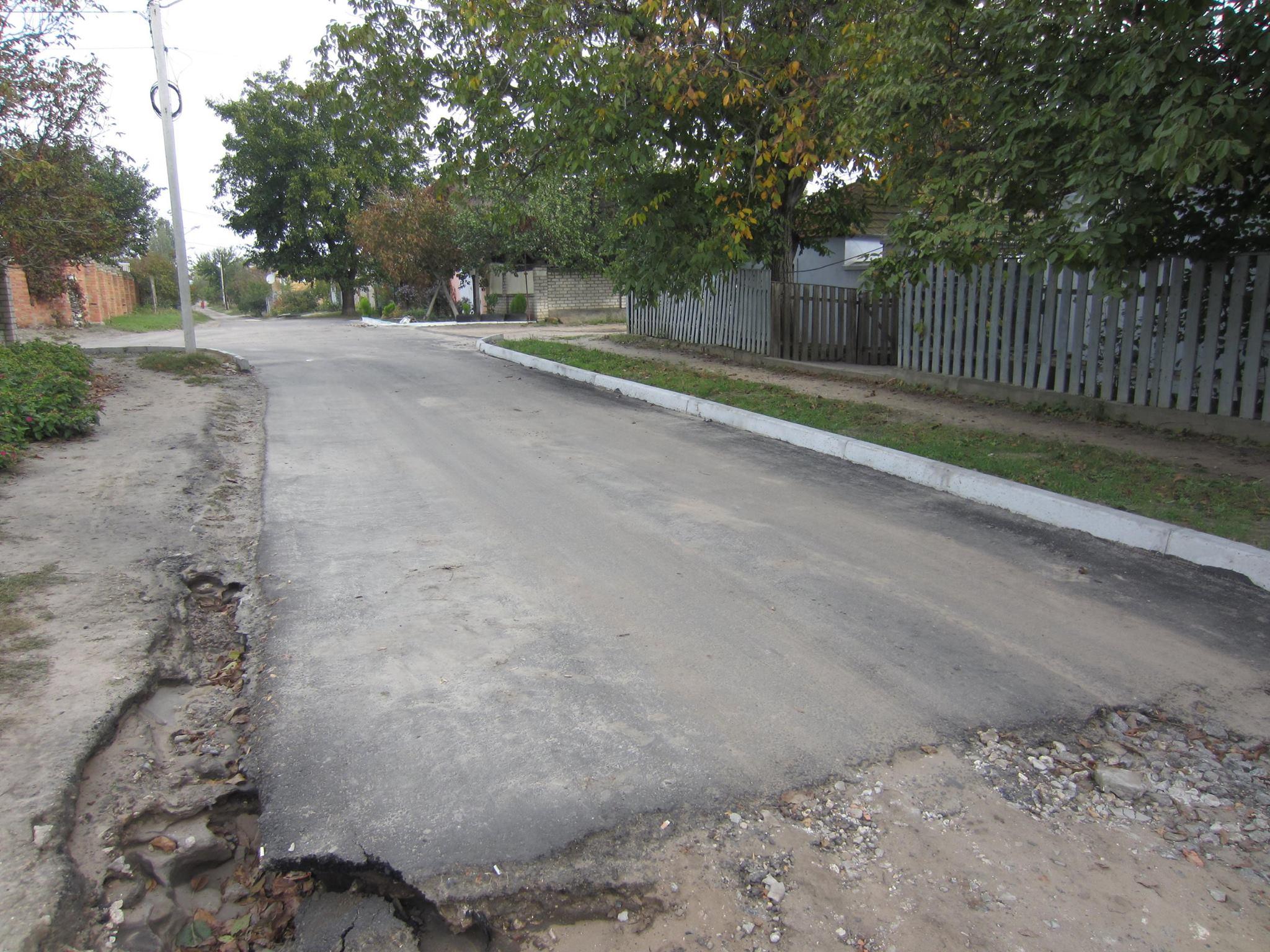 У Миколаєві дощі почали розмивати капітально відермонтовану дорогу