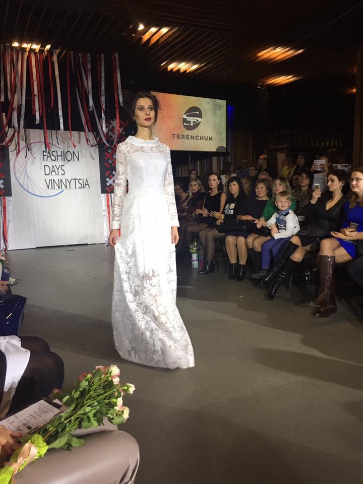 Одяг навиворіт, сукні з дротами та собаче дефіле: Чим дивували модників у Вінниці - фото 29