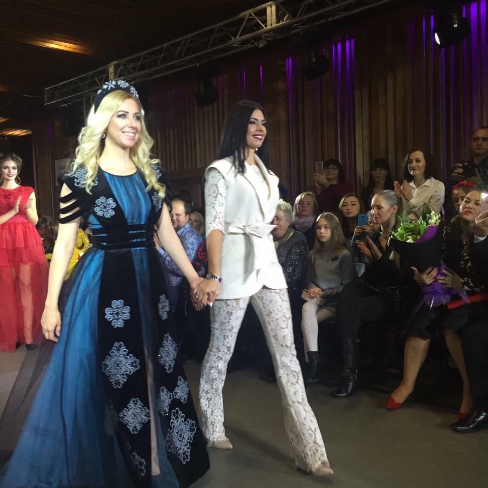Одяг навиворіт, сукні з дротами та собаче дефіле: Чим дивували модників у Вінниці - фото 31