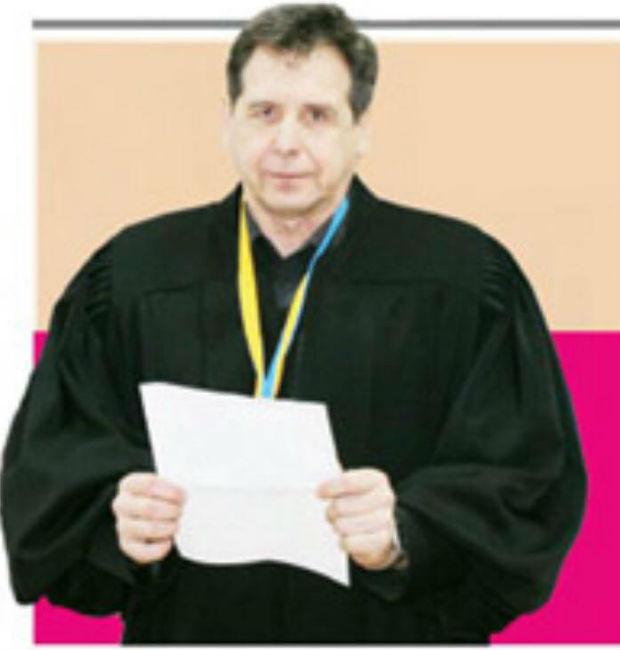На Харківщині суддя гуляє по суду в норковій мантії (ФОТО, ВІДЕО) - фото 2
