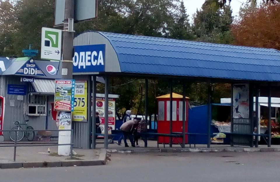 """Перевізники на миколаївському автовокзалі-""""невидимці"""" ховають вденьПеревізники на миколаївському автовокзалі-""""невидимці"""" ховають вдень"""