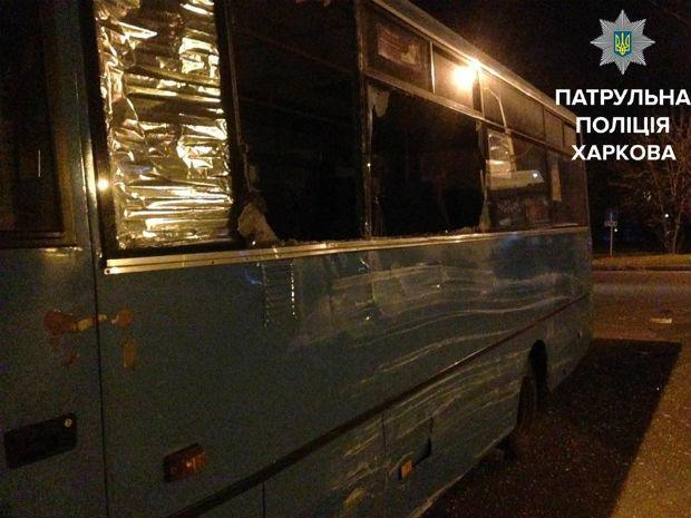 У Харкові фура протаранила пасажирський автобус - фото 2