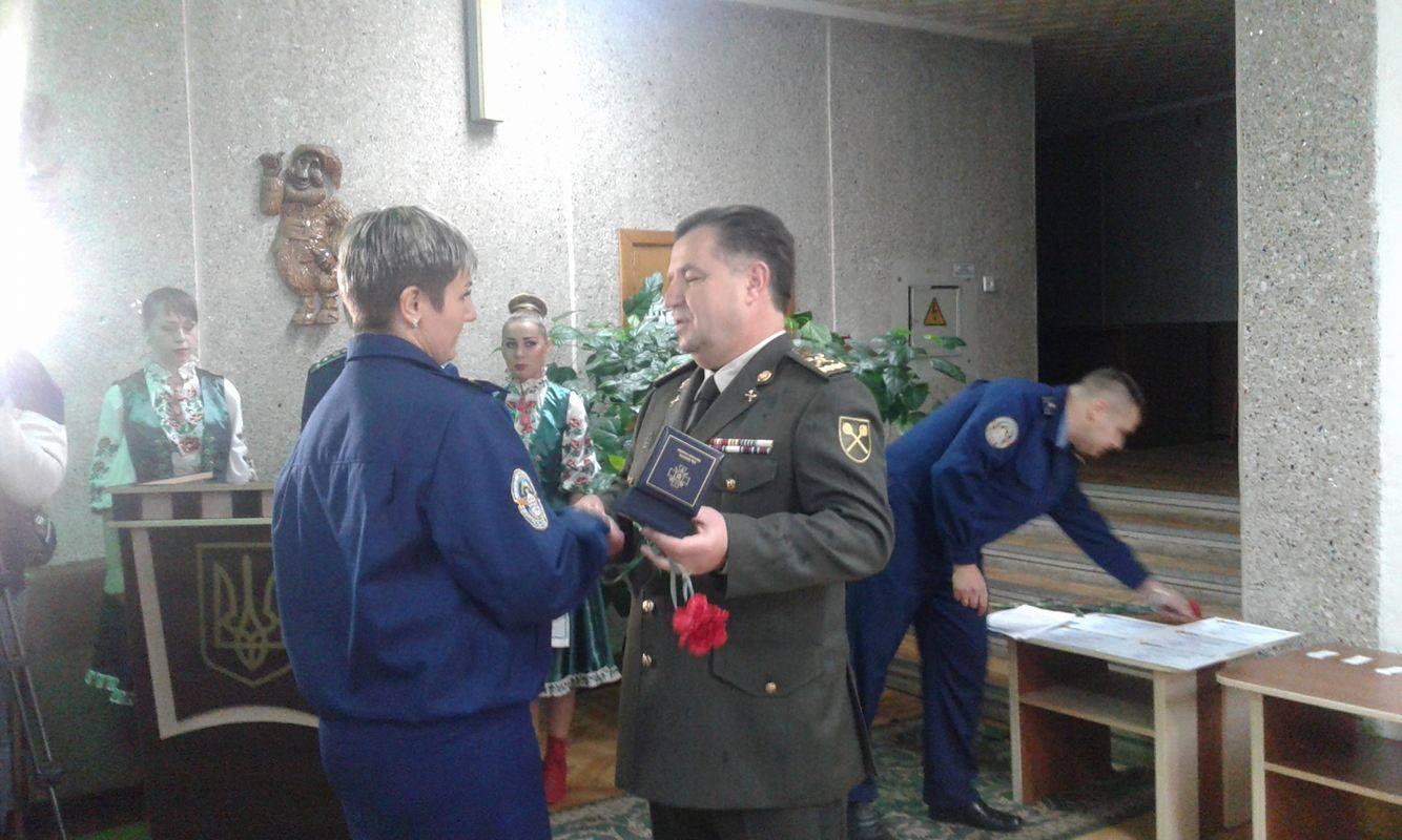 Міністр Полторак роздав пістолети Макарова у Вінниці - фото 1