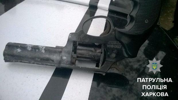 На Салтівці впіймали п'яного з пістолетом за кермом - фото 1