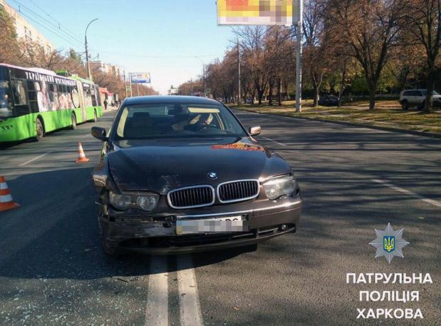 У Харкові BMW протаранив інше авто у водійські двері - фото 1