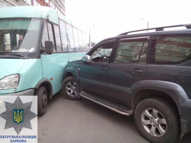 На Центральному ринку водій джипа, який протаранив автобус, виявився п'яним - фото 2