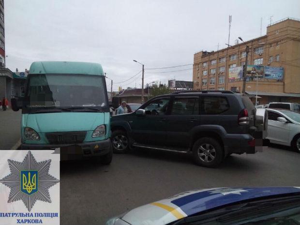 На Центральному ринку водій джипа, який протаранив автобус, виявився п'яним - фото 1