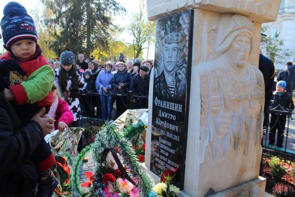 У вінницькому селі встановили пам'ятник одразу двом загиблим Героям  - фото 1