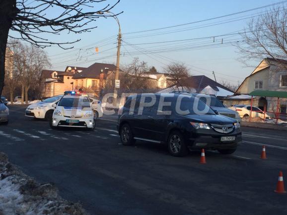 ВКиеве вседорожный автомобиль сбил 3-х школьниц напереходе