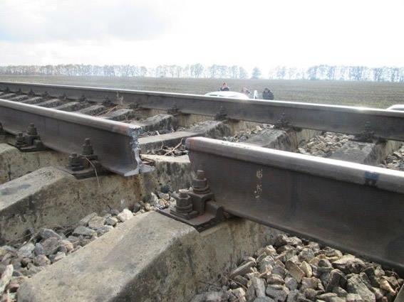 Миколаївська поліція розслідує, хто вирізав рейки із залізничних колій