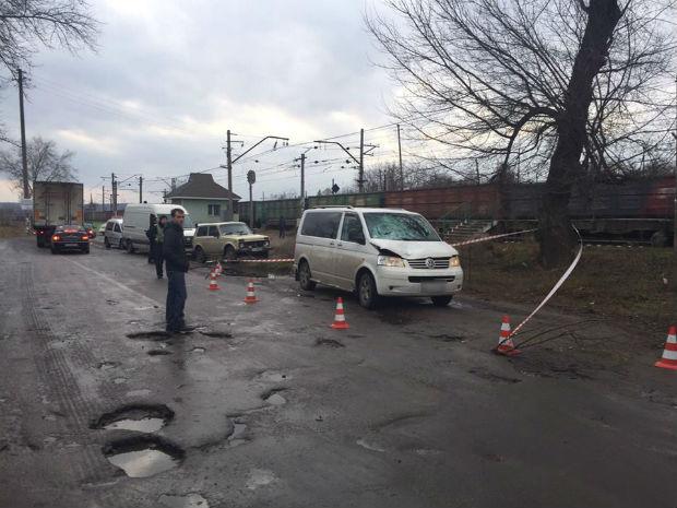 Під Харковом поліцейські знайшли машину з трупом у багажнику (ФОТО) - фото 1