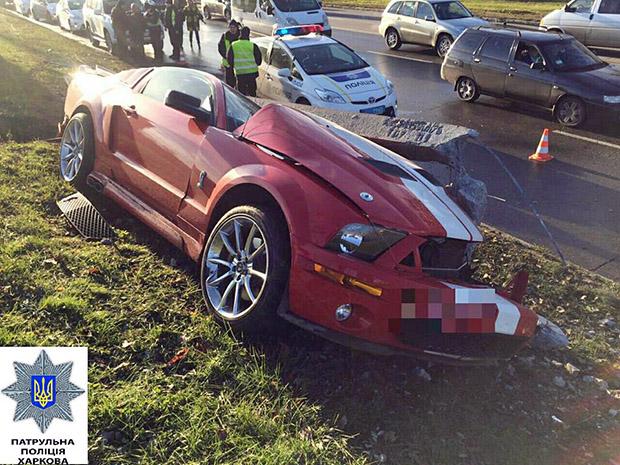 У Харкові автомобіль повалив залізобетонний стовп - фото 3