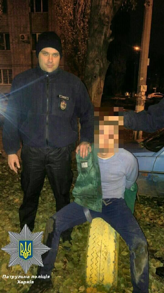 """Харківські патрульні затримали двох парубків, які п'яними хотіли вкрасти """"Таврію"""" - фото 2"""
