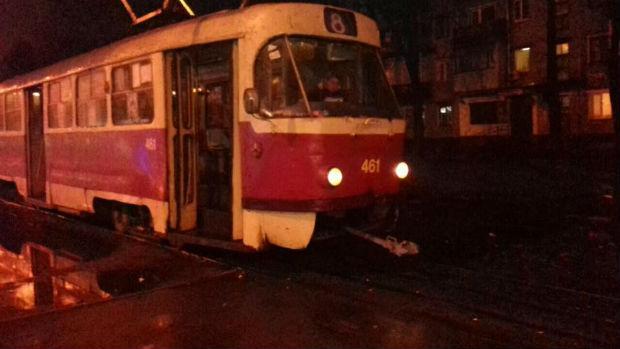 У Харкові людина потрапила під трамвай (ФОТО) - фото 1