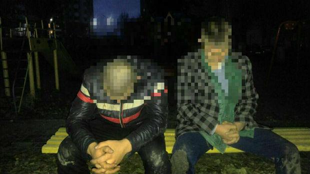 """Харківські патрульні затримали двох парубків, які п'яними хотіли вкрасти """"Таврію"""" - фото 1"""