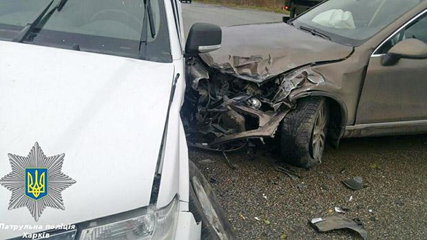 У Харкові легковик врізався в позашляховик ОБСЄ - фото 3
