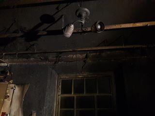 Багатодітна мама під час пожежі  втратила чоловіка, сина й свекруху і залишилась на вулиці з чотирма дітьми - фото 1
