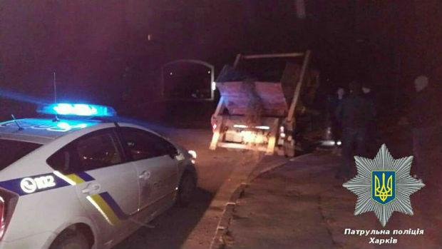 У Харкові копи зупинили водія сміттєвоза без документів, але з перегаром - фото 2