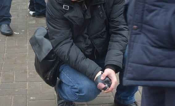 Поліцейський врятував миколаївців, затиснувши в руці гранату, яку хотів підірвати злочинець