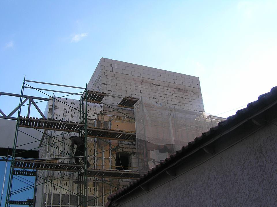 """""""Мафія"""" у центрі Миколаєва добудовує """"шпаківню"""" на даху"""