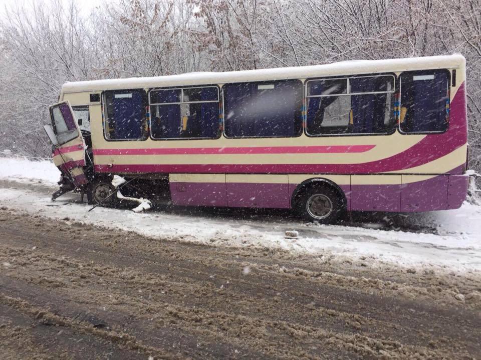 """На Вінниччині автобус зіткнувся з """"Audi""""  - фото 1"""