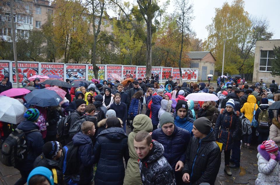 У Вінниці діти принесли школу сльозогінний газ і зірвали уроки - фото 4