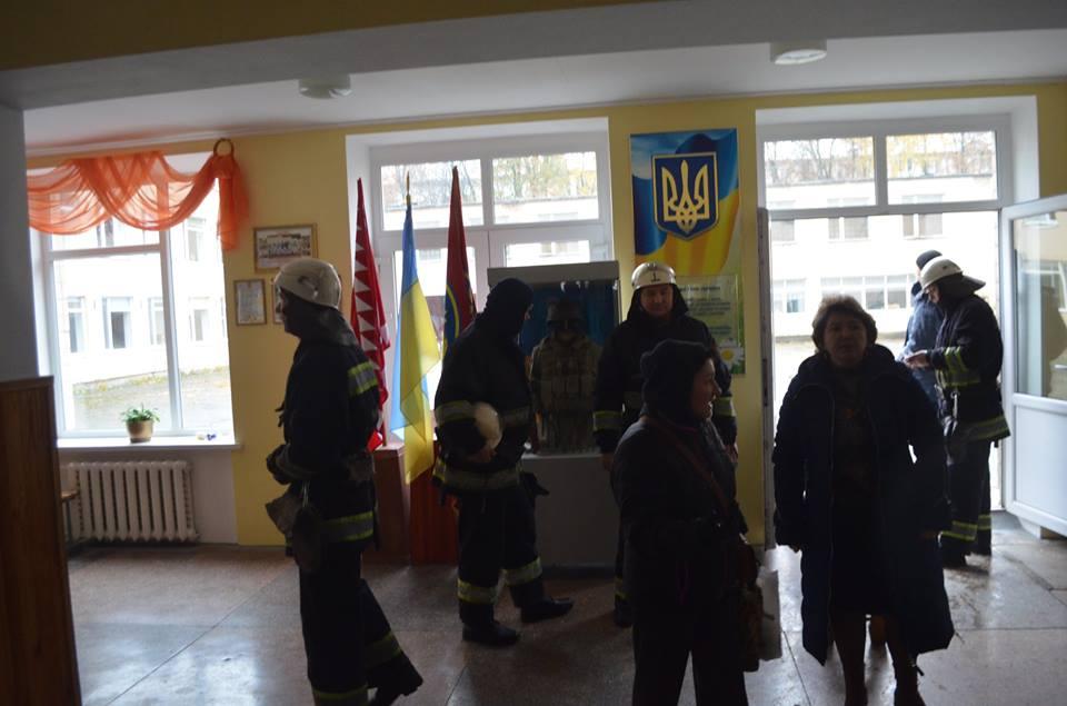 У Вінниці діти принесли школу сльозогінний газ і зірвали уроки - фото 3