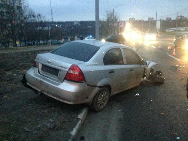 На Олексіївці лобове зіткнення іномарок: водія відвезли в лікарню (ФОТО) - фото 2