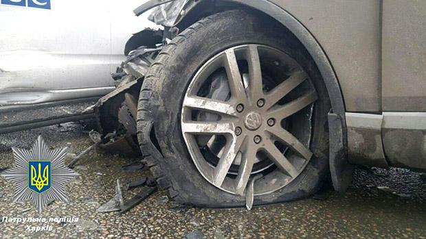 У Харкові легковик врізався в позашляховик ОБСЄ - фото 2