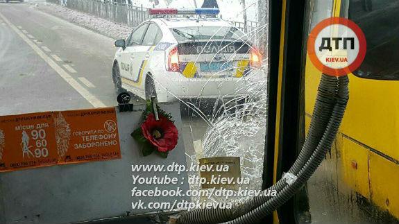 ВКиеве столкнулись две маршрутки спассажирами