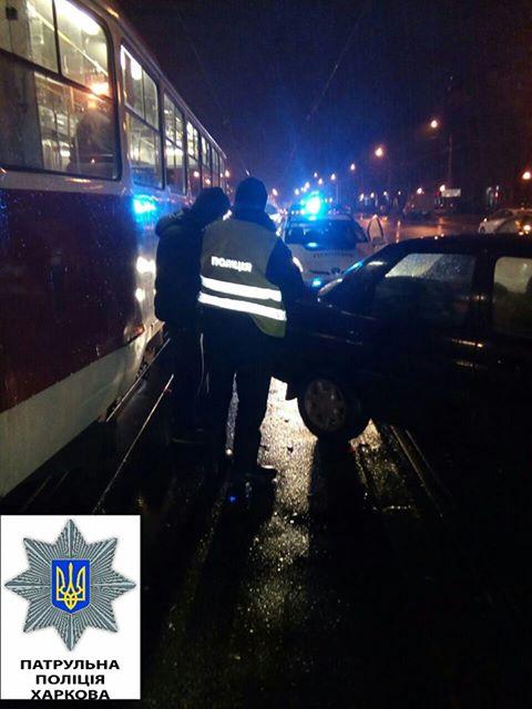 На Московському проспекті неуважний водій іномарки протаранив трамвай (ФОТО) - фото 1