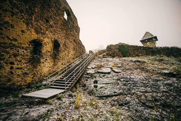 Як містично виглядає Невицький замок з супермісяцем і першим снігом - фото 3