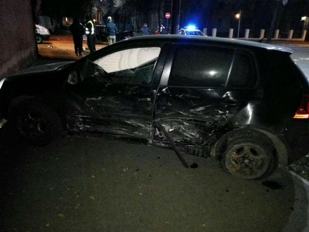 У центрі Харкова врізалися дві іномарки: є постраждалі (ФОТО) - фото 2